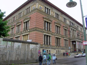 EGYPTIAN MUSEUM RIGHT ON THE DIVIDE OF THE BERLIN WALL
