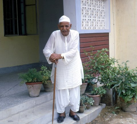 MY FATHER'S PICTURE WHEN MY PARENTS LIVED IN NNAZIMABAD DURING MY STUDIES IN GREECE