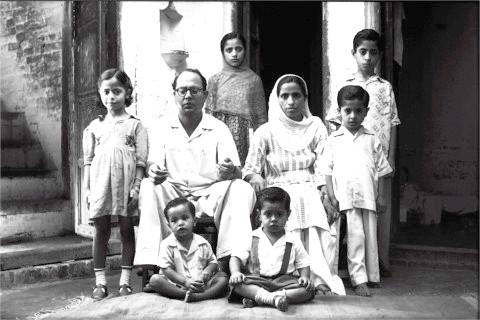 UNCLE SHARIF'S FAMILY PICTURE TAKEN IN 1959