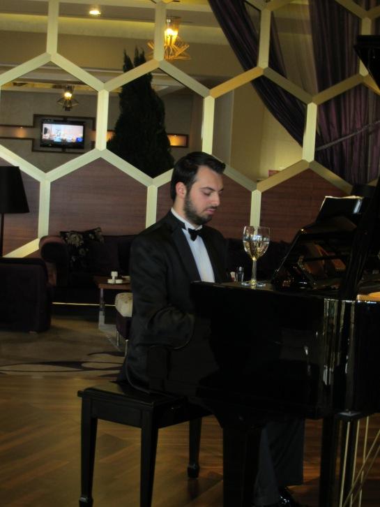 KAYA IZMIR Pianist