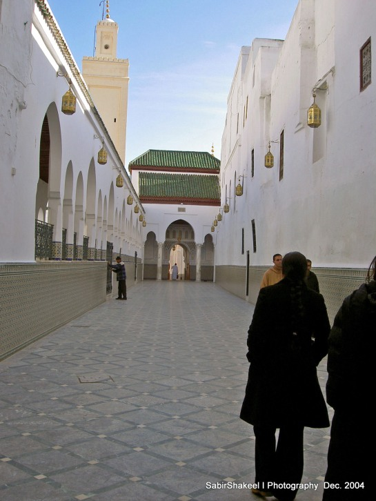 Morocco, Moulay Idris: Corridor leading to the shrine entrance